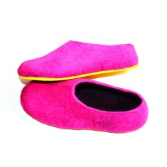 Women's felted slippers in hot pink dragon