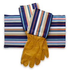 Gardener's kneeling pad & gloves in sand