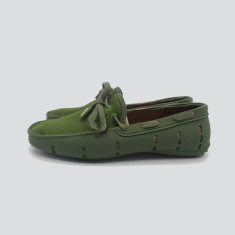 Splash boat shoe in green with green laces