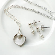 Calla Lily And Pearl Stud Set