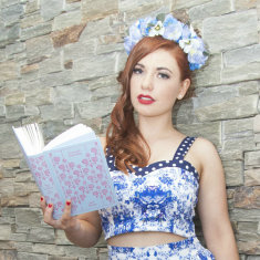 Flora sweetheart crop top in royal blue spot and floral