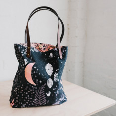 Night love tote bag