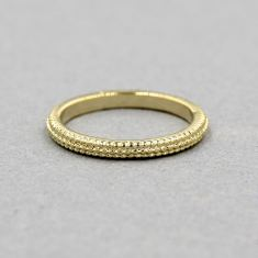 Texture ring in gold