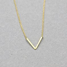 Arrow necklace in gold