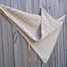 Seashell blanket in natural