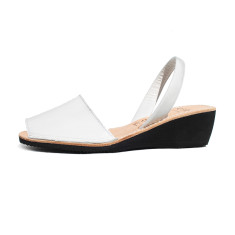 Sinia patent leather wedge sandals in off-white