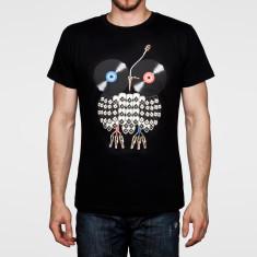 Vinyl owl men's artist tee