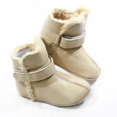 Pre-walker snug booties in cream