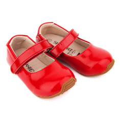 Mary-Jane shoes in patent red