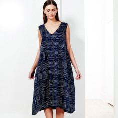V-neck dress in navy print