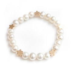 Freshwater pearl bracelet with flowers