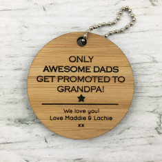 Personalised round star bamboo keyring