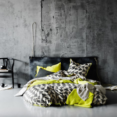 Kolmio charcoal quilt cover