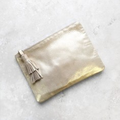 Masai mara clutch in gold