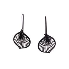 Lily earrings in black