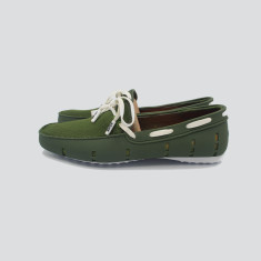 Splash boat shoe in green with white laces