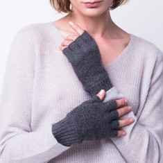 Classic fingerless gloves in grey