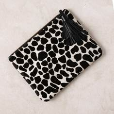 Masai Mara clutch in giraffe