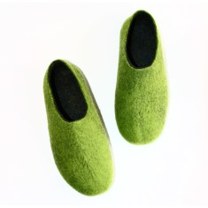 Men's felted slippers in forest green