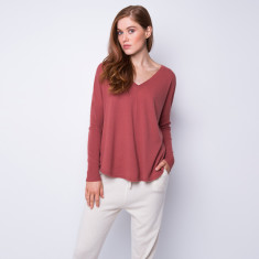 Batwing loose fit cashmere pullover in pepper powder