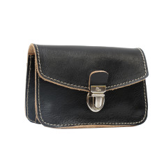 Small purse in black leather