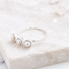 Fine 3 Stone Ring In Silver With Pearl