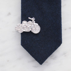 Motorcycle tie bar in silver