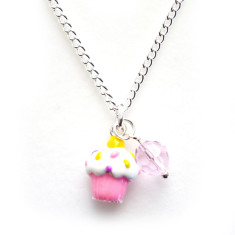 Chain necklace with pink cupcake charm