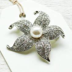 Vintage Style Pearl Flower