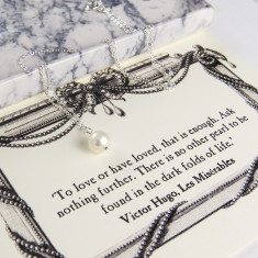 Les misérables freshwater pearl necklace