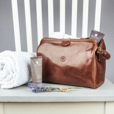 The Duno M Italian Leather Wash Bag For Men