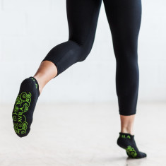 Non-slip pilates & yoga socks in lime