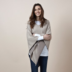 Reversible cotton cashmere v neck poncho in biscuit & fur