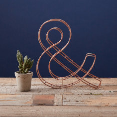 Wire freestanding ampersand