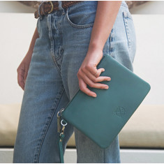 Cassie clutch in teal