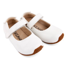 Mary-Jane shoes in patent white