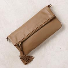 Olivia clutch in camel