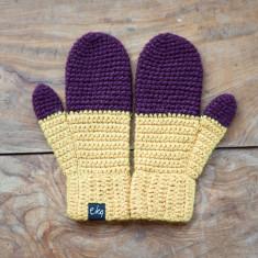 Dip dye crocheted mittens