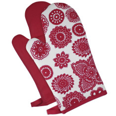 Oven mitts in doilie berry