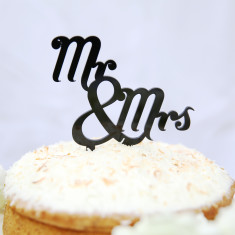 Mr and Mrs traditional wedding cake topper