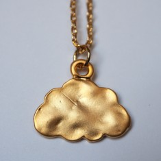 Cloud pendant necklace in gold