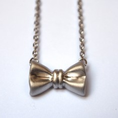 Ribbon bow pendant necklace in silver