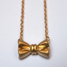 Ribbon bow pendant necklace in gold