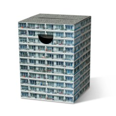 Cardboard stool in apartamento