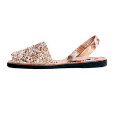 Porter leather sandals in beach