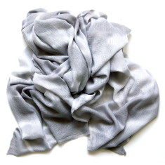 Cashmere scarf in tie dye winter white and grey
