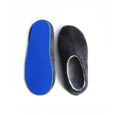 Men's felted slippers in charcoal