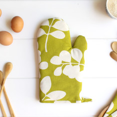 Organic cotton oven mitt in succulent citronelle green