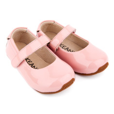 Mary-Jane shoes in patent pink