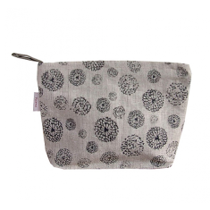 Cosmetics bag in wildflower black